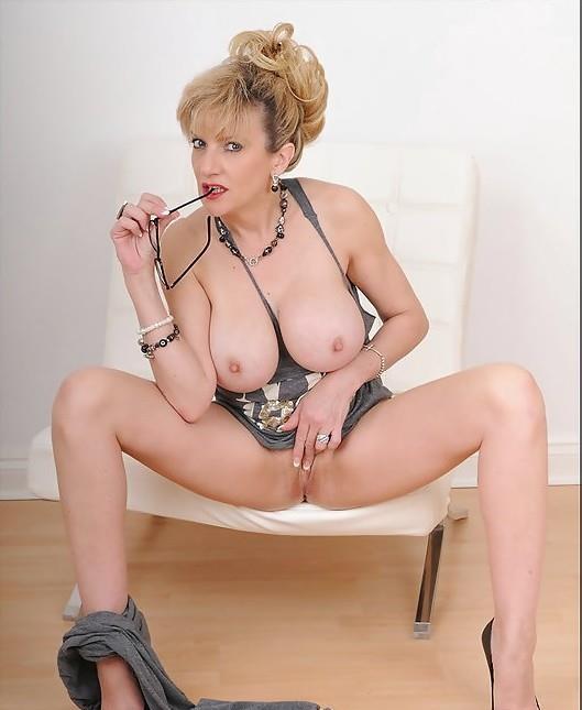 Blonda Provocatoare 38 ani!!!!!